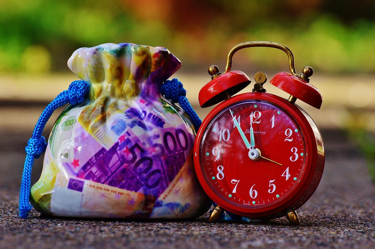 時間とお金を表した写真