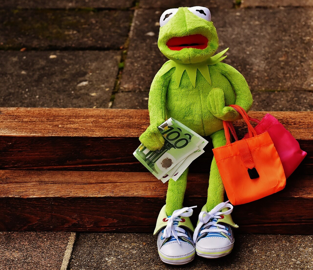 値段が高くて泣いているカエルの画像